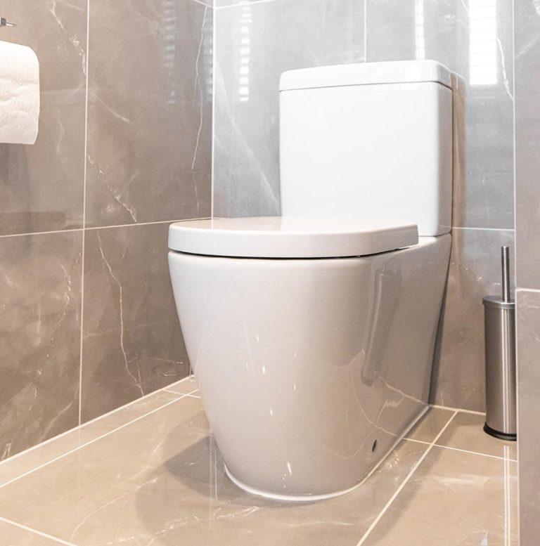 Ceramic closed coupled toilet